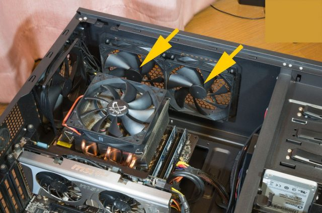 PCケース内部から見た排気ファン