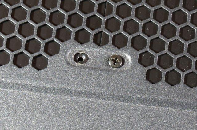 「SS-N120BP」付属のネジ頭の径は若干小さい