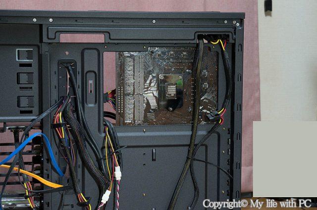 PCケースのCPUメンテナンスホール部分