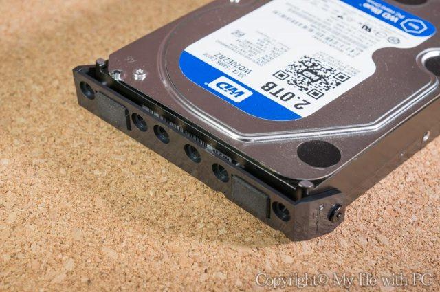 HDD固定用ハンドルを取り付けた状態