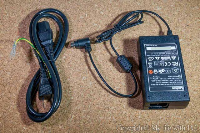 ACアダプタと電源ケーブルの画像