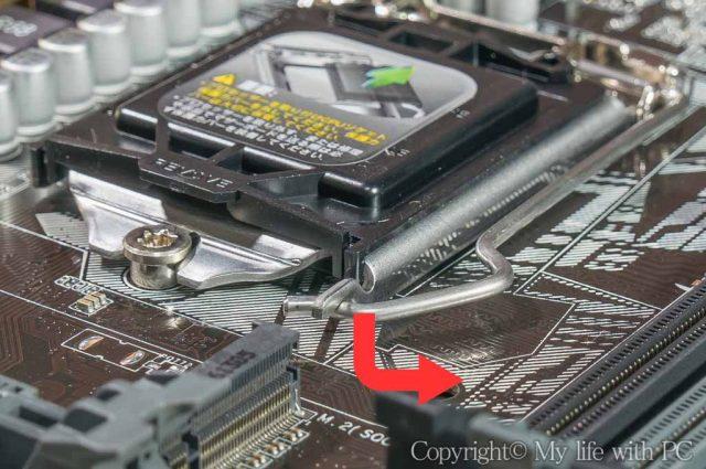 CPUソケット脇のレバーの外し方